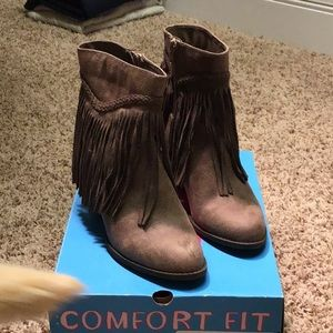 NWT POP SALEM BOOTIES